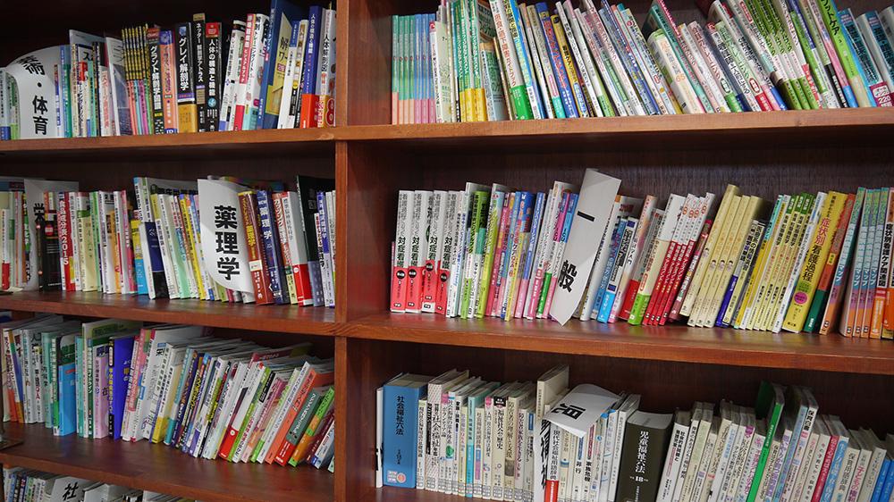 圖書室的書籍。