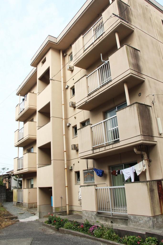 職員住宅B棟,樓高四層,每一樓各兩戶。