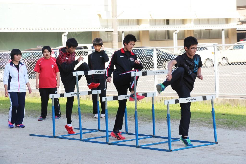 田徑社。讓初學者也能夠感受到正式比賽的器材與困難度。