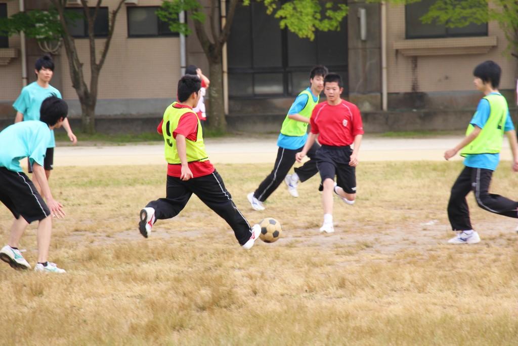 足球社。學校有專用球場,讓球技更上一層樓。