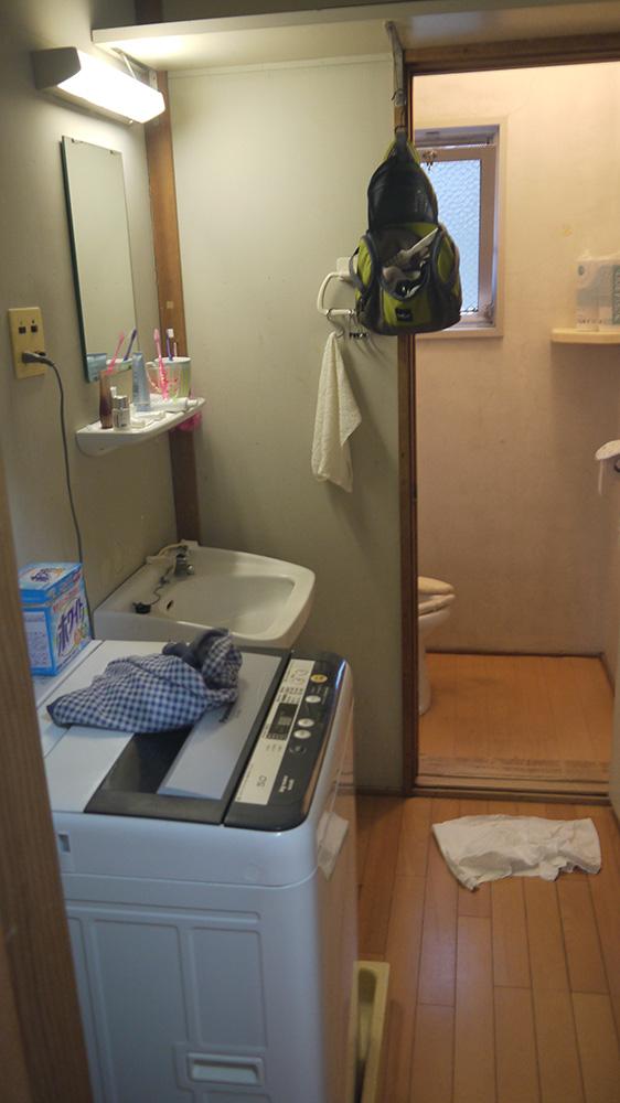 廁所、洗手台、洗衣機。