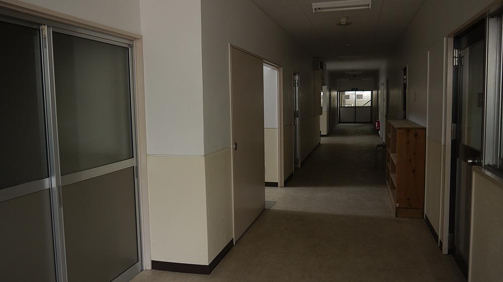 宿舍1F走廊。