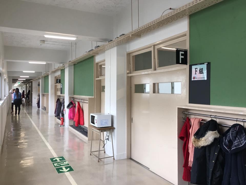 學校教室走廊