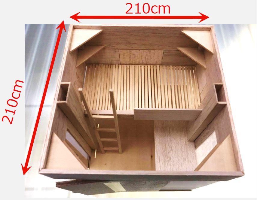 2樓有20間個室(沒有天花板無法隔音)上層為床鋪,下層有寬敞的書桌(附插座供電)和儲藏空間。